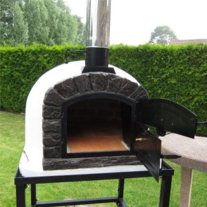 image of the wood fired oven famosi