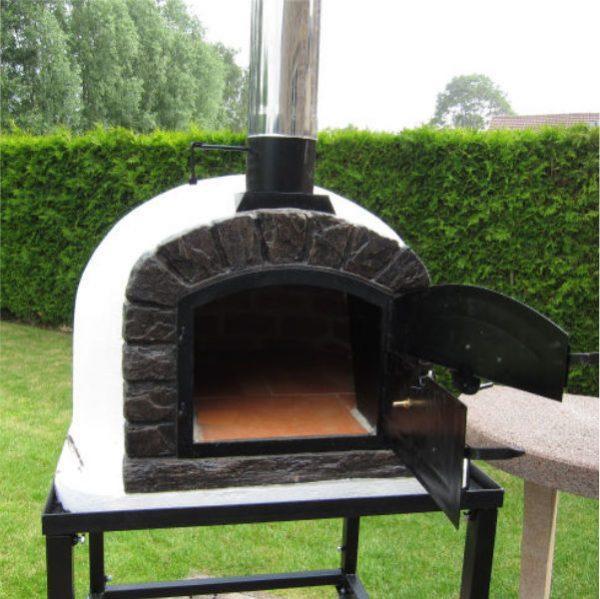 image of the wood fired oven famosi