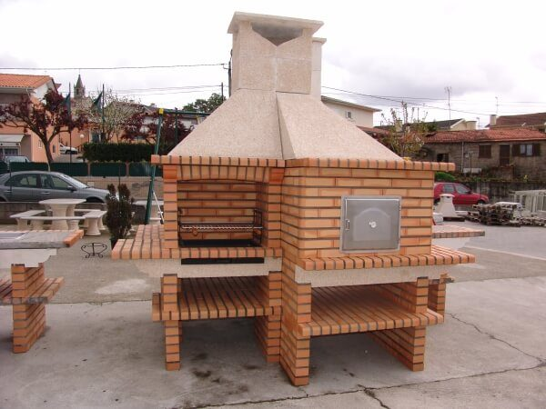 image of wood_fired_oven_and_brick_bbq